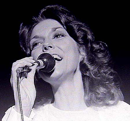 karen_carpenter_singer.jpg